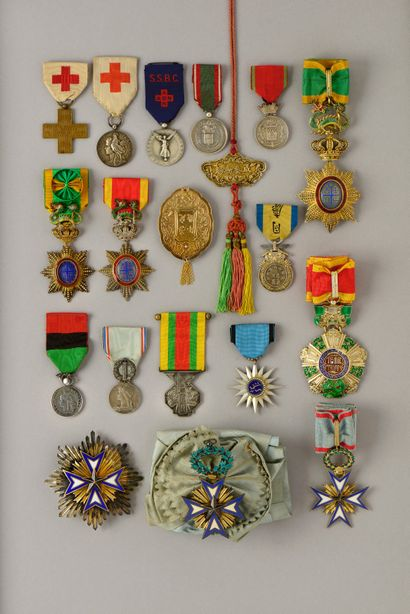 DECORATIONS, MEDAILLES, DIPLOMES, INSIGNES MILITAIRES - COLLECTION G. DELILLE