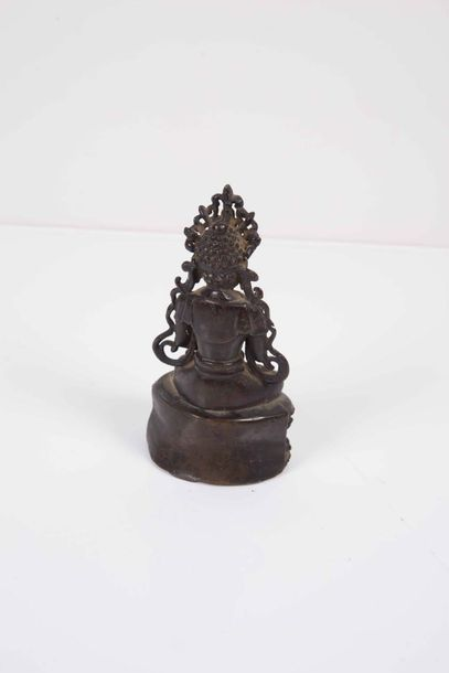 Statuette de bouddha  Chine Époque Ming (1368 1644)  Bronze à patine brune, as…