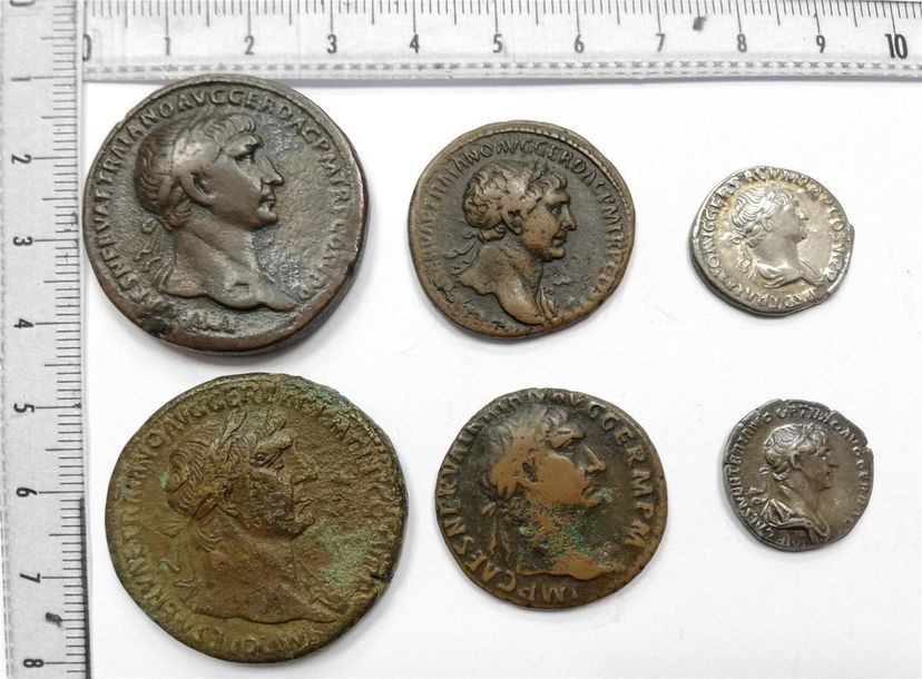 Lot de 6 monnaies de Trajan comprenant : 2 Sesterces (un revers rare) , 2 As, 2…
