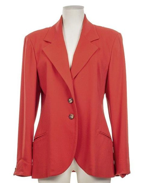 HERMÈS PARIS 48. HERMÈS PARIS  Veste cintrée, lainage rouge, simple boutonnage, boutons…