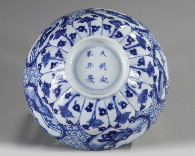 A Chinese blue and white 'ladies' bowl The interior of the bowl is decorated with…