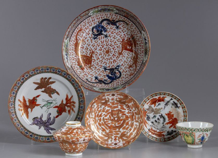 A lot of Chinese enamelled bowls Comprising: a large bowl decorated with four dragons…