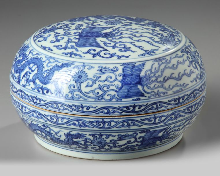 A Chinese blue and white box and cover A Chinese blue and white box decorated with…