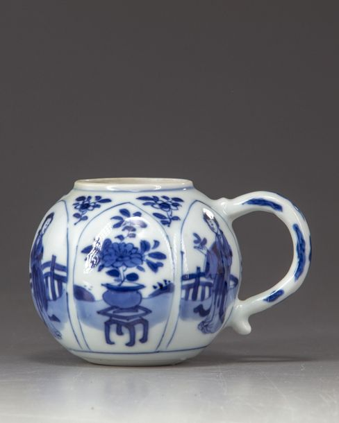 A Chinese blue and white sugar pot A Chinese porcelain sugar pot, decorated with…