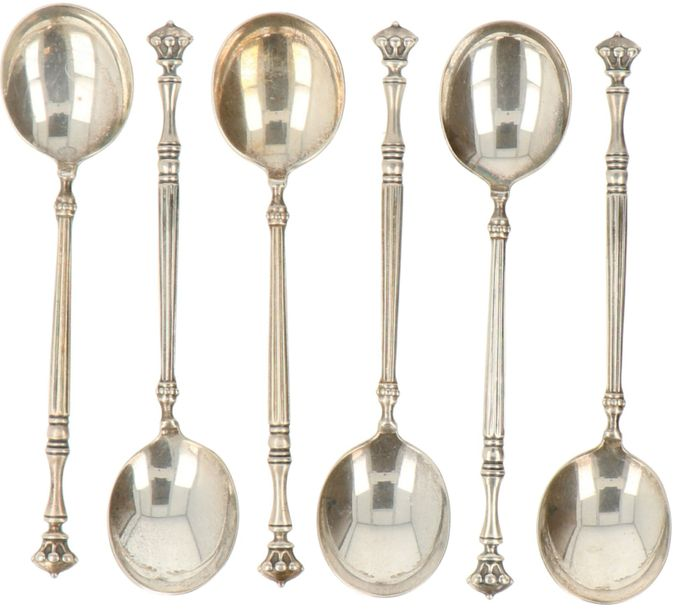 (6) Teaspoons of silver. Decorated with baluster-shaped handle and crown. Netherlands,…
