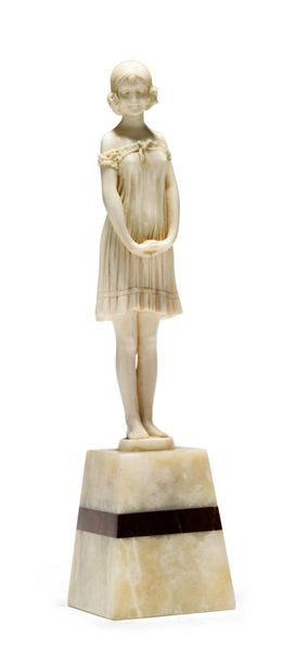 Demeter CHIPARUS (1886 1947) * «Fillette» Sculpture en ivoire Socle en onyx Sign…