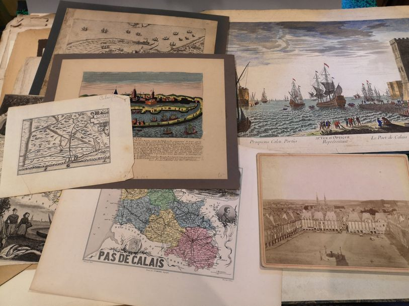Lot de documents sur la ville de Calais: photographies, lithographies, gravures …